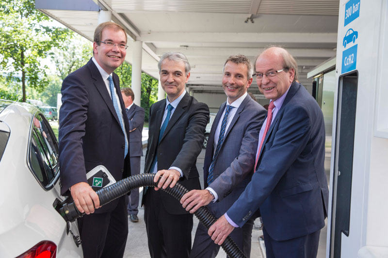BMW Group-TOTAL first hydrogen station with two types of refuelling technology
