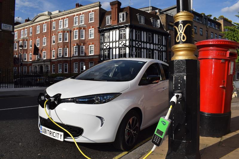 Siemens ubitricity lamppost electric vehicle EV charging London